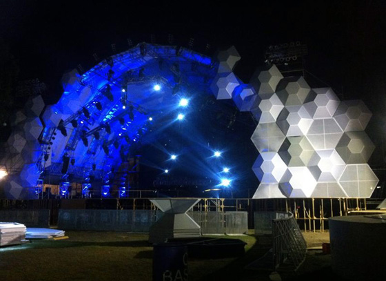 Hexagonal Facade at the Fest (1)