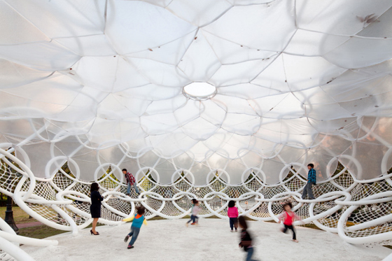 Pavilion Promotes Social Interaction and Relaxation