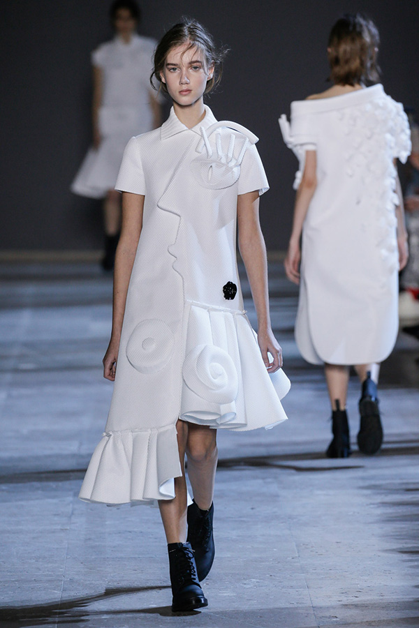 viktor-rolf-haute-couture-collection-spring-summer-2016-performance-sculptures_2