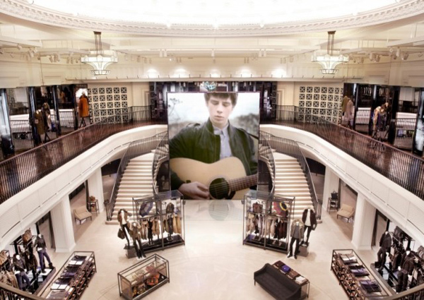 Burberry_Regent_Street_RFID_Technology (1)